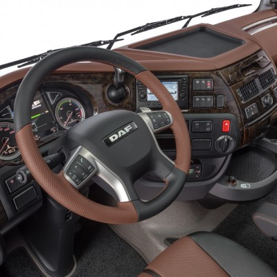 41-2017-New-DAF-XF-Exclusive-Line-Interior